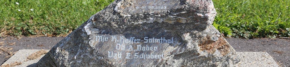 Sliderbild Gedenkstein 1967, Fliegerhorst Hinterstoisser, 8740 Zeltweg, Steiermark