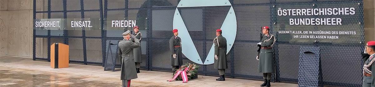 Sliderbild Ehrenhalle mit Ehrenmal ÖBH, Äußeres Burgtor / Österreichisches Heldendenkmal, 1010 Wien, Wien